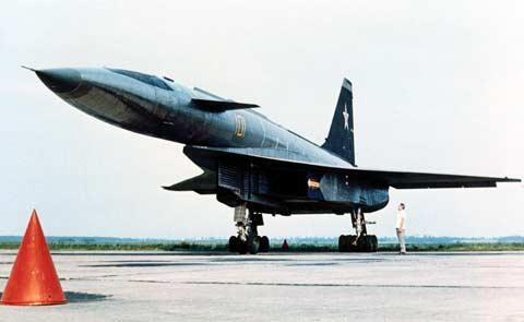 Suhoj T-4, visoko-hitrostni protiladijski strateški bombnik. Vir: Press photo