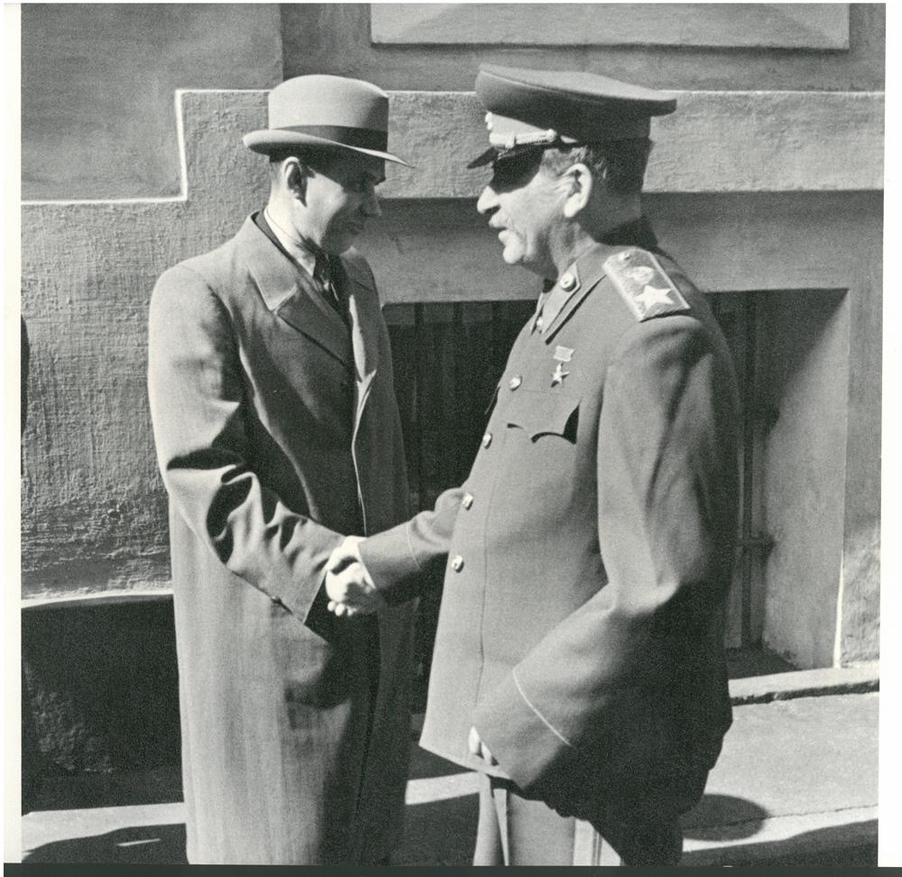 Iósif Stalin y Kosyguin en el Kremlin. 1947