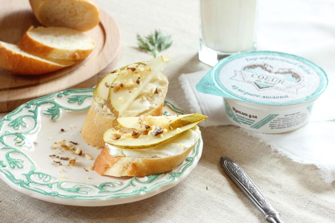 Ob pomoči francoskih strokovnjakov kozja farma načrtuje ponudbo domačega ekvivalenta francoskih sirov Buche de Chevre in Camembert. Vir: UGMK-Agro.