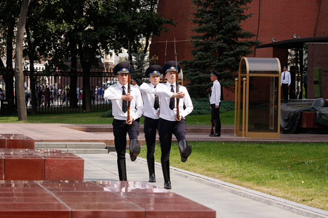 Penjaga Dinding Kremlin, Setia Berdiri Sampai Akhir