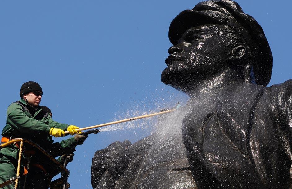 La statua di Vladimir Lenin a Krasnoyarsk