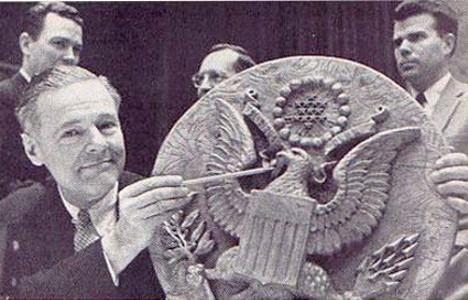 Leseni grb ZDA, kjer je bila nameščena prisluškovalna naprava.