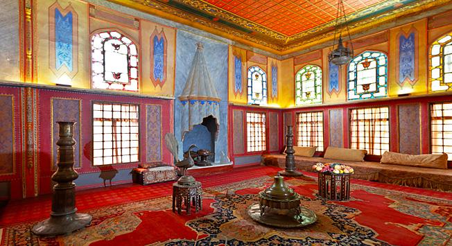 Interior harem di Istana Khan.