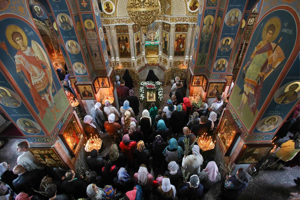 Russos esperam mais ajuda de Deus width=