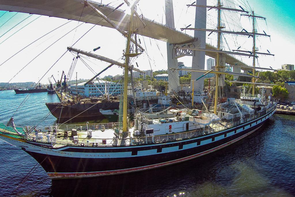 金角湾の帆船「パラーダ」。2014年9月18日。
