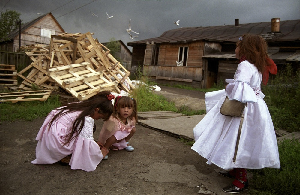 There are an estimated 180,000-400,000 Roma in Russia. The major problems they face include drugs, poverty, problems adjusting to the modern economy as well as difficulties handing down their language and culture.