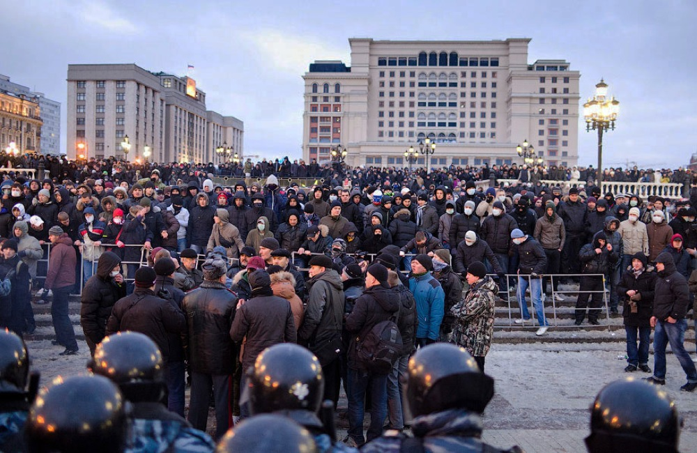 Police sources said many of the demonstrators only came out to pay their respects, but things quickly got out of hand when some people decided to provoke clashes between the protesters and riot police