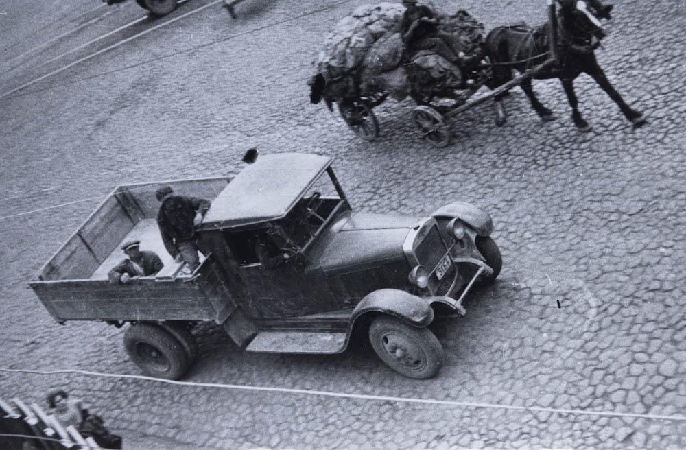 Tovornjak AMO na ulici, 1932