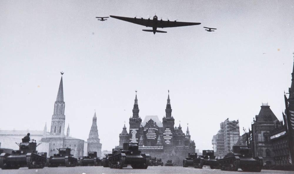 Parada na Rdečem trgu v Moskvi, 1934