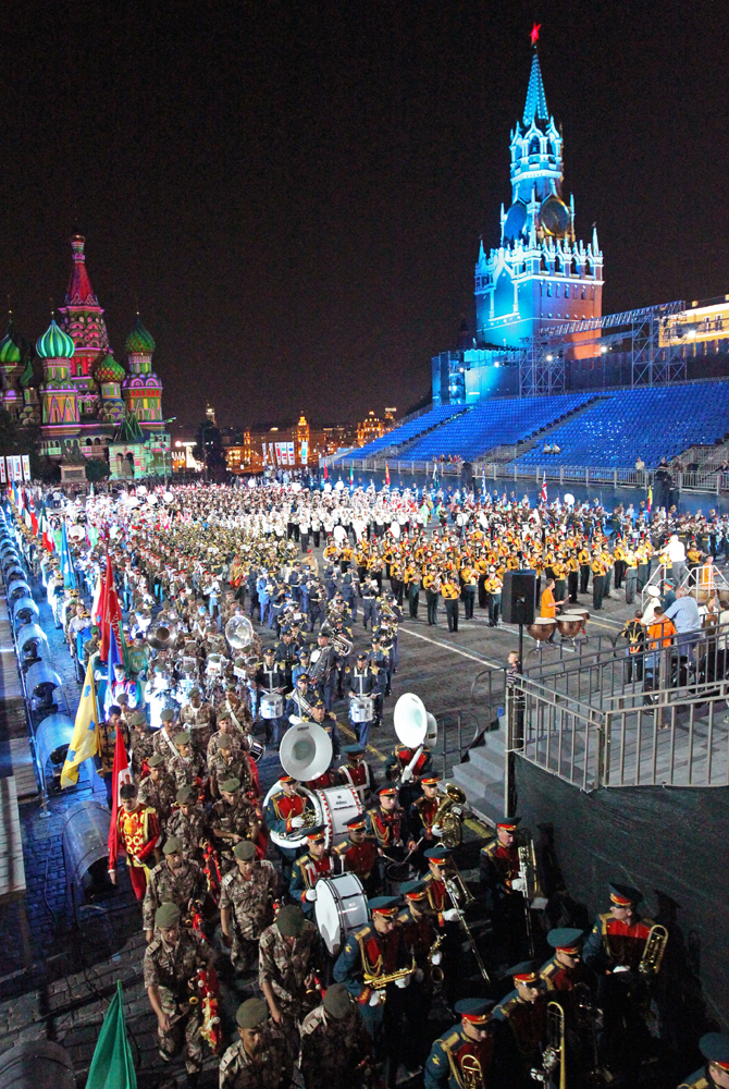 Thousands of spectators gather on Red Square for the grand finale of the Spasskaya Bashnya international military music festival.