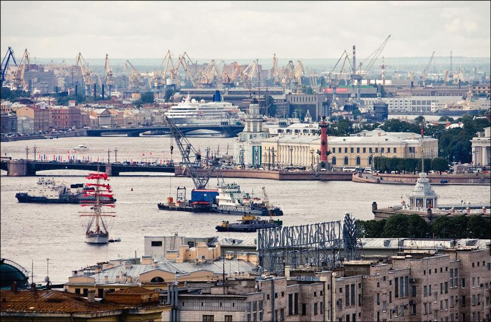 "Vasilyevsky Island, Rostral Columns, Kunstkamer and ""Alye Parusa"" ship"