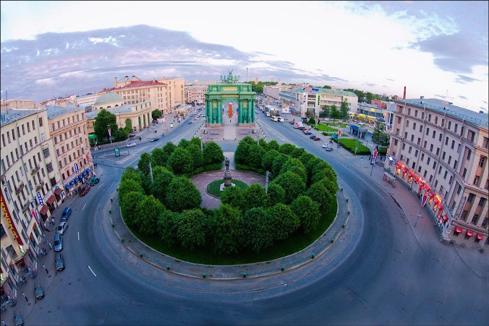 Stachek Square, Neva Triumph Arc