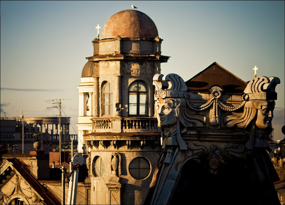 """Tower House on """"Five Corners"""" built by architect L.A. Lishnevsky in 1913. Among its residents were the writer Lidia Chukovskaya and physicist M.P. Bronshtein. The poet Anna Akhmatova was their frequent guest"""
