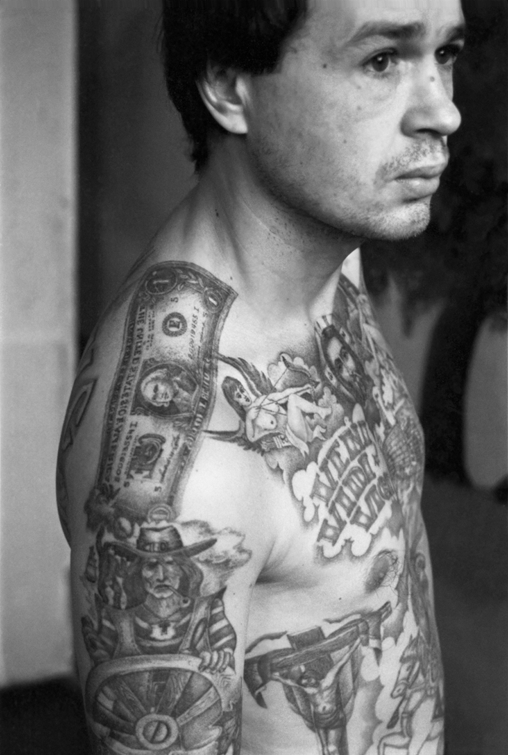 This convict's tattoos were applied in the camps of the Urals where the tattoo artists produce work of exceptional quality. Because they were so highly regarded, criminals often attempted to be transferred there in order to be tattooed.