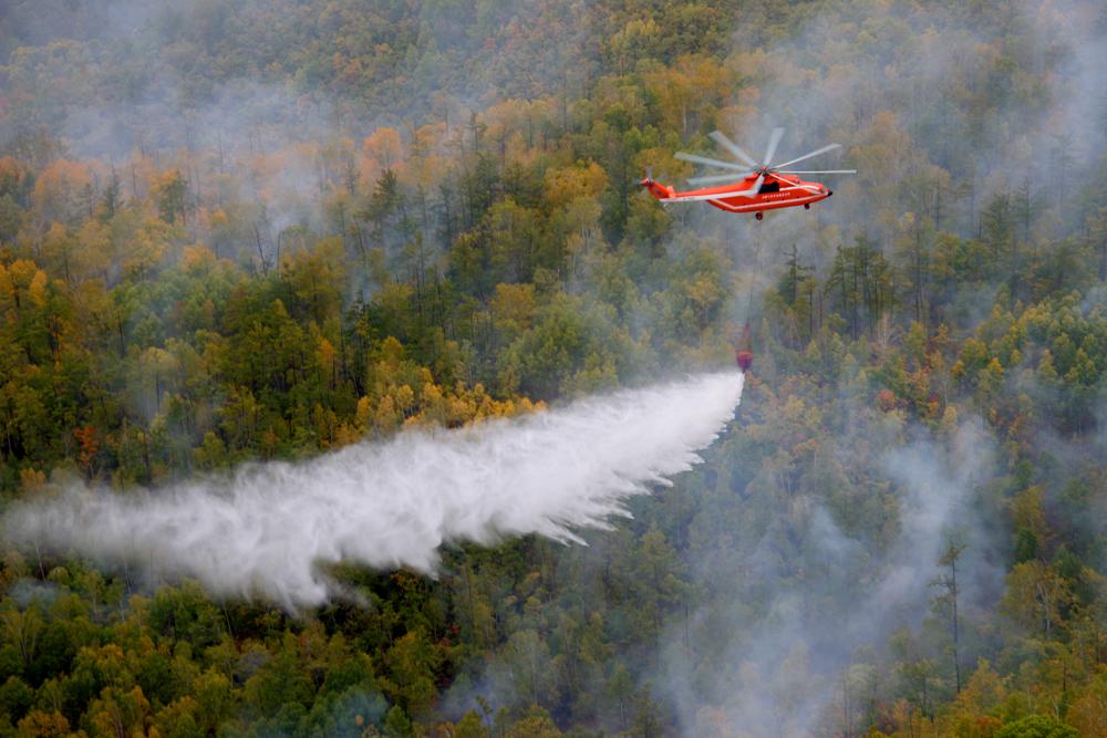 Mi-26T tokom gašenja šumskih požara.