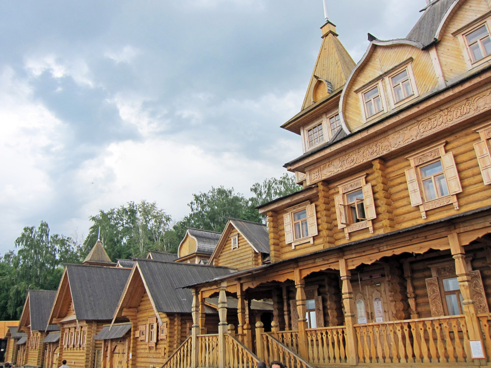 There is a newly constructed handicrafts district in Gorodets.