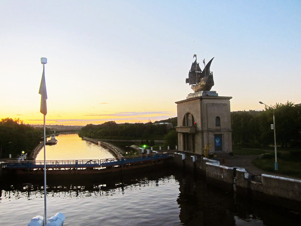 Passing through shipping locks offers tourists picturesque views and a memorable experience.