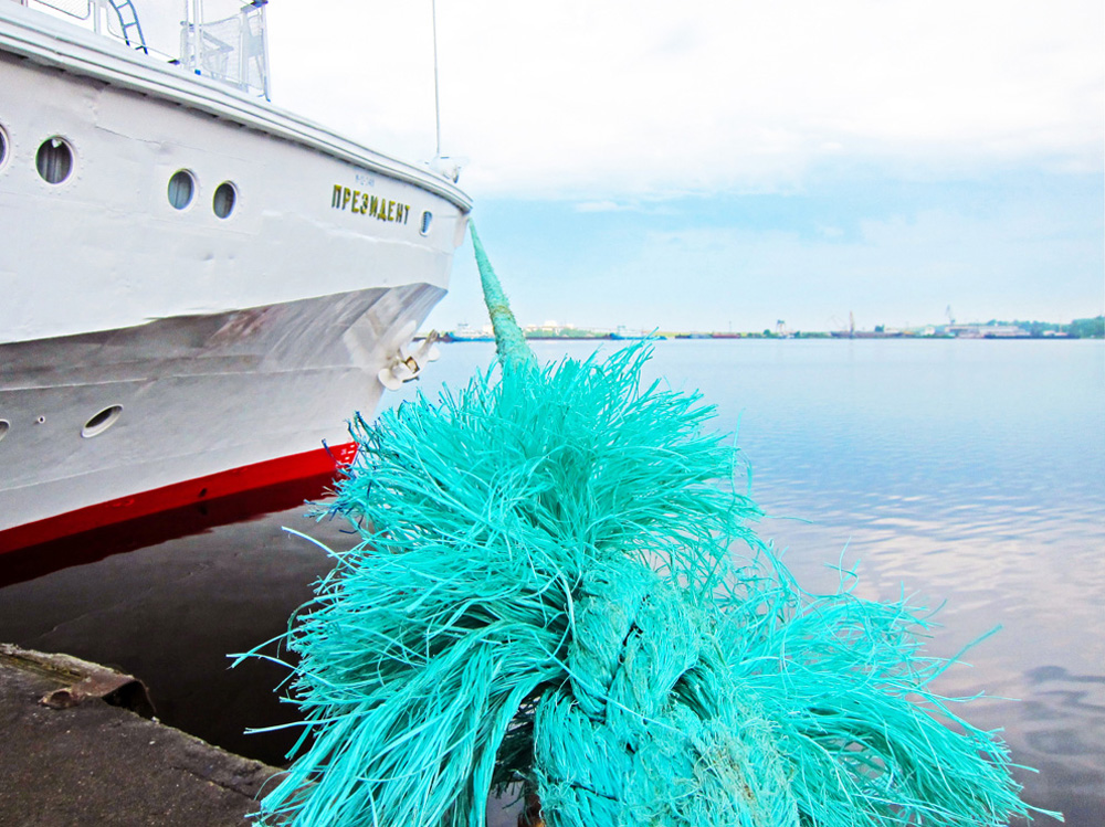 Garish mooring ropes add a touch of color to the experience.