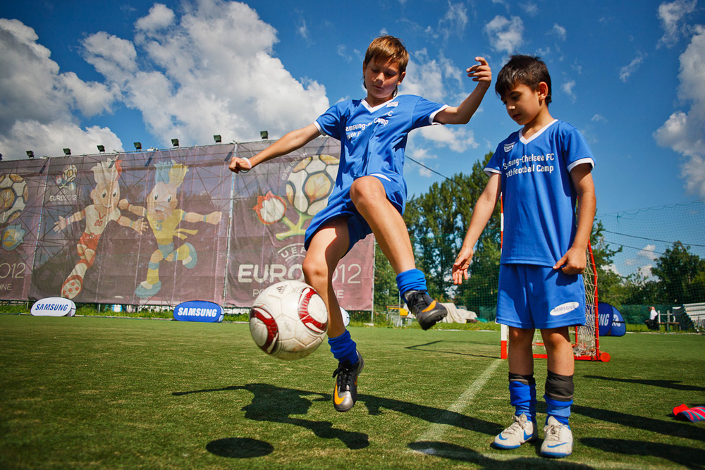 Football master classes for children (including children from orphanages) were held by coaches of the U-16 Chelsea team which were brought to Moscow with help of Samsung Electronics company.