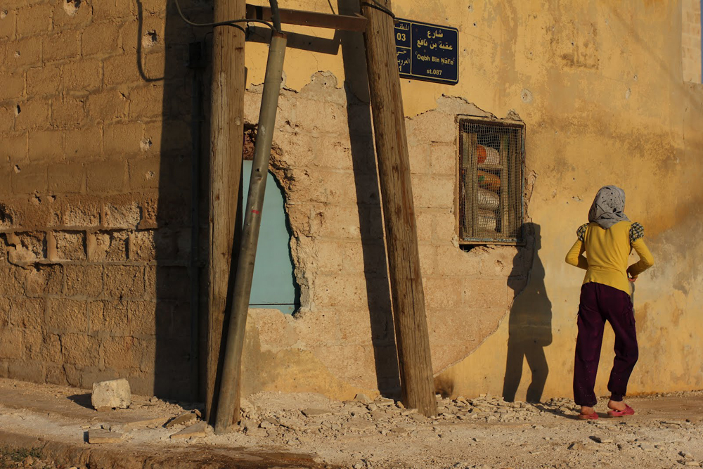Meski puing-puing bangunan masih tampak di sana-sini, mengingatkan pertempuran sengit yang sempat memaksa sejumlah warga meninggalkan tempat tinggal mereka, kini para warga mulai kembali ke rumah mereka.