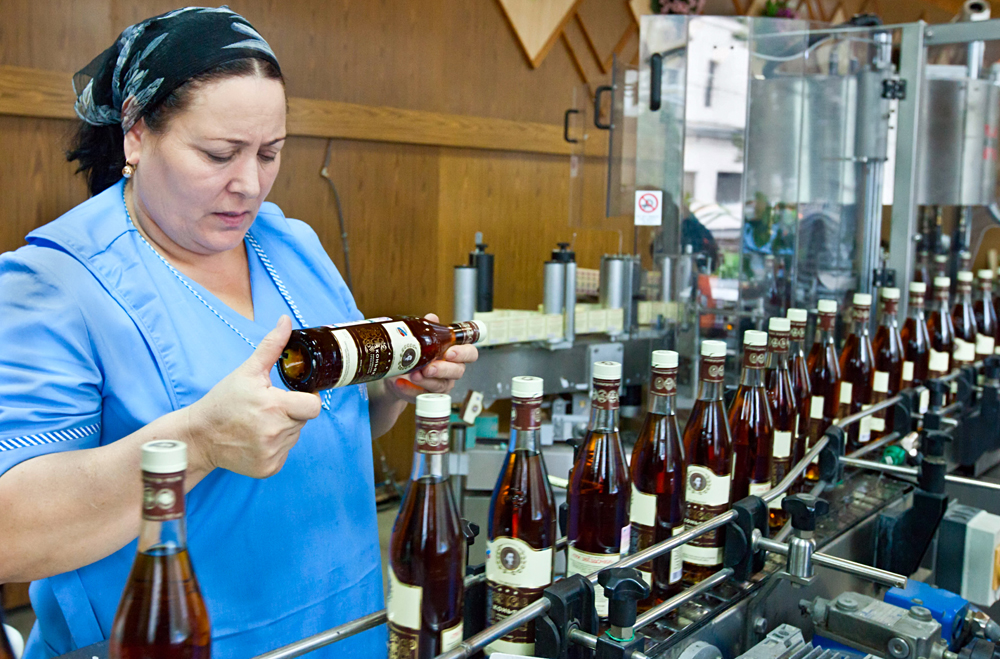 Today Kizlyar cognac distillery has processed a bit more than 2 thousand tons of grapes. In total this year the enterprise intends to purchase not less than 12 thousand tons of grapes. The factory is the official supplier of the Kremlin.