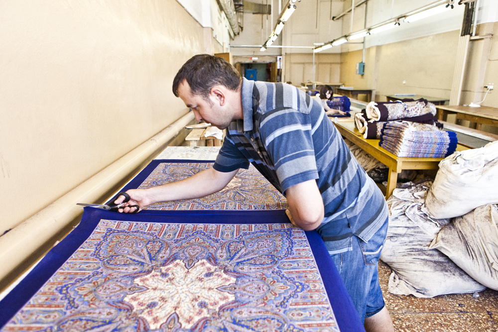 At present, the Pavlovsky Posad shawl factory is the only textile factory in Russia that produces both the fabrics it works with and the end product.