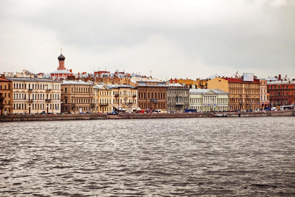 Брегът на река Нева, Санкт Петербург
