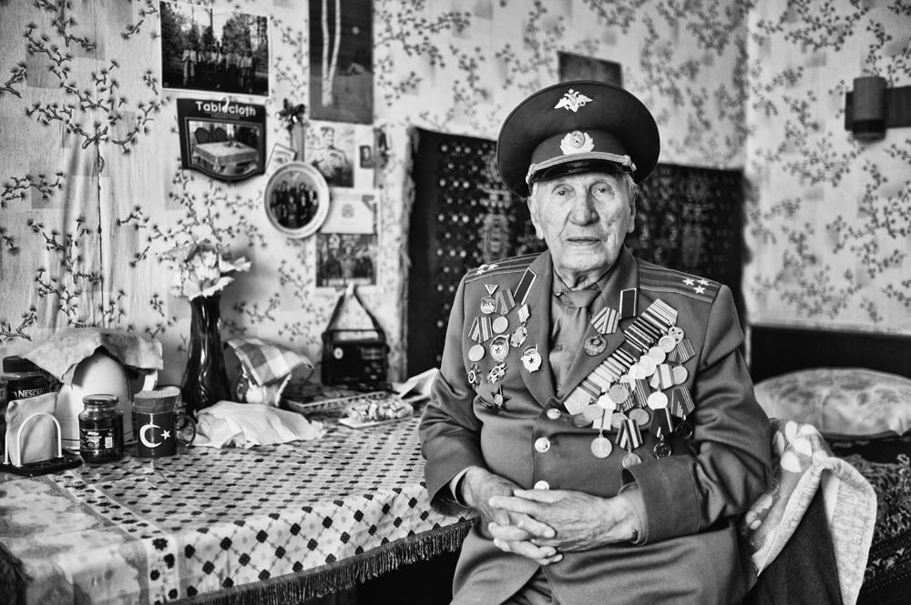 ピョートル・97歳 出生地・プーシキン 職業・電気技師/退役大佐 趣味/将来の夢・100歳以上まで長生きしたい。