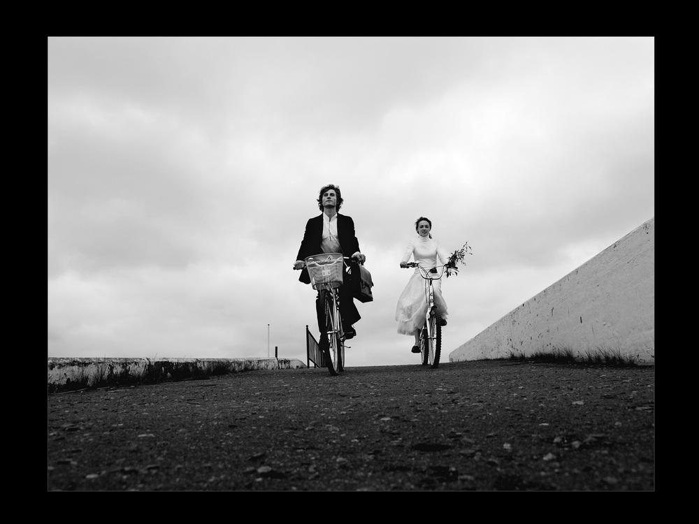 L'idea di questi scatti così romantici è venuta agli stessi protagonisti immortalati nelle fotografie, Serge e Julie