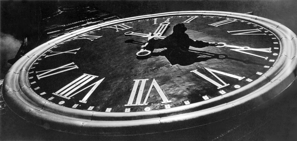 The main clock of the state. 1964.Brilliant professional skills, impeccable sense of composition (while Rodchenko invented diagonal composition, Baltermants the mathematician was a virtuoso of the horizontal), as well as his innate aristocratism enabled him to remain an independent cosmopolitan artist, one that had normal relations with the Soviet regime and never tried to pay anyone back.