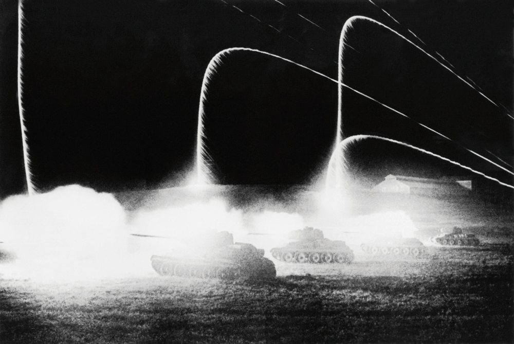 Firing are tanks. 1943.Few people would have bartered the brilliant promise of an academic career with military rank for the vagabond life of a photo reporter, but Baltermants made his choice with no hesitation.