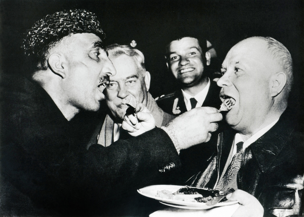Mutual feeding - Kashmiri top hospitality custom (Nikita Khrushchev's visit to India). 1956.With his first professional reports Dmitry Baltermants successfully met the demands of the new age. Right behind him, however, was the great period of the Soviet Avant-Garde, represented by Aleksandr Rodchenko, Vladimir Mayakovsky, Vsevolod Meyerhold, Sergey Eisenstein and others.