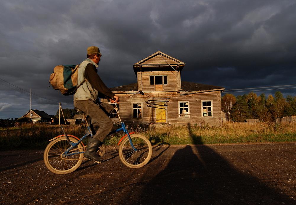 Le village possède une école où se rendent chaque jour 40 élèves, inscrits jusqu'en 9ème année.