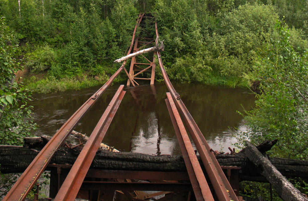 La construction d'un chemin de fer censé devenir l'un des plus grands projets de l'Union soviétique commençait sur le cercle polaire arctique. Il était destiné à constituer une voie transpolaire visant à relier la ville de Salekhard et le futur port d'Igarka sur le fleuve Ienisseï.