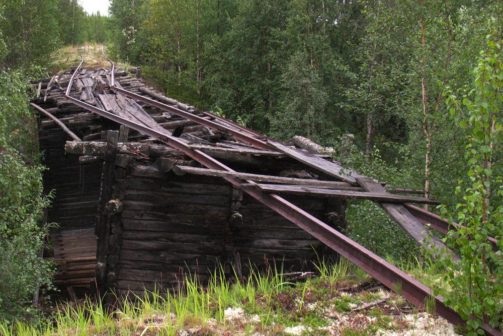 La construction a débuté en 1947 suite au besoin d'exploiter les riches réserves de minerais du Grand Nord russe et de faciliter leur transport vers l'étranger.