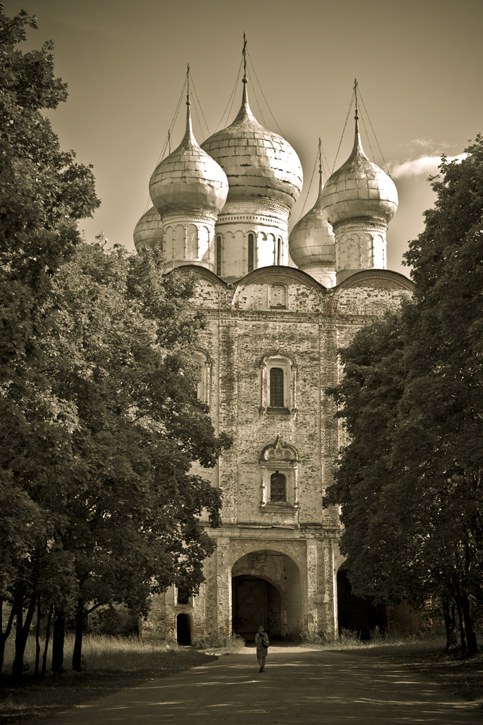 A branch of the Rostov Kremlin State Museum now stands on the site of Borisoglebsky Monastery.