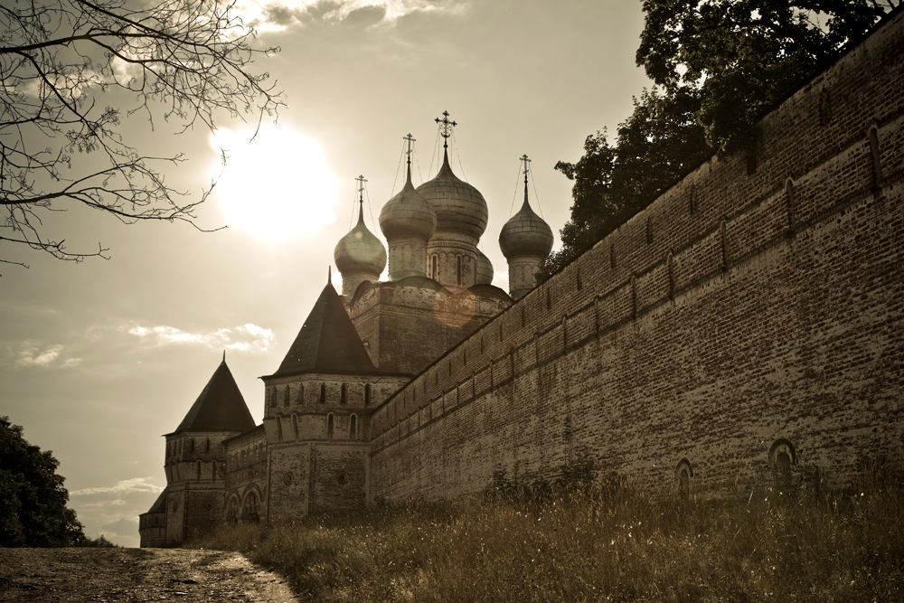With its shrines, historical monuments, and picturesque location, this ancient monastery is one of the finest in Russia.