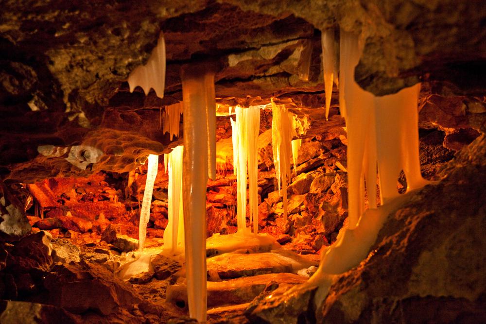 A caverna de gelo de Kungur é um dos monumentos únicos da natureza. Foi formada pelo antigo mar de Perm entre 10 mil e 12 mil anos atrás. Hoje, é considerada a única caverna de gipsita do mundo com glaciação extensiva e a sétima mais antiga do planeta. É visitada por mais de 10 mil turistas todos os anos.