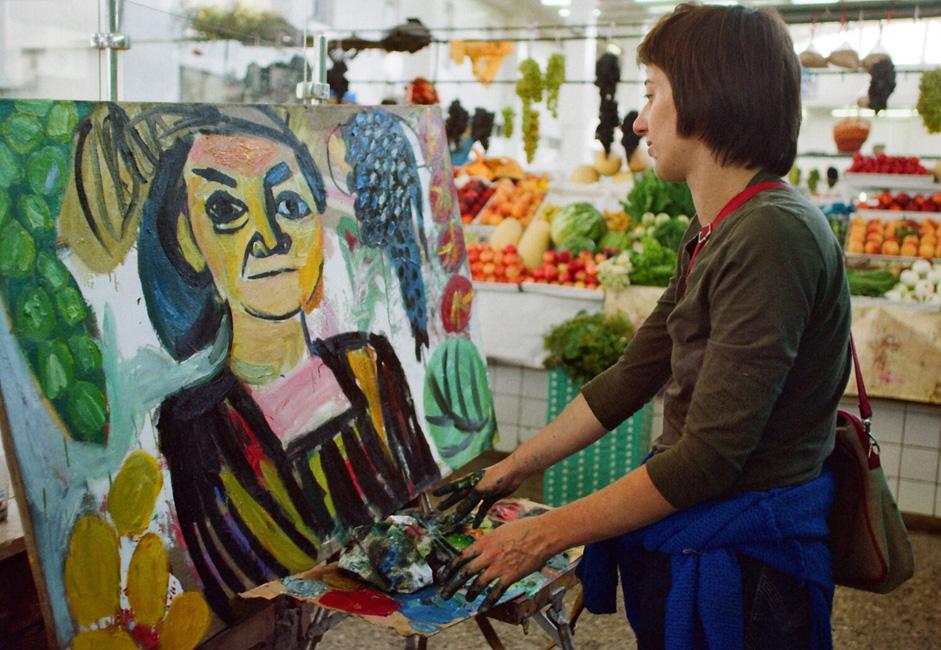 Mme Golant a déjà montré ses portraits de travailleurs migrants sur un marché en plein air et dans un supermarché bon marché. Elle a accepté des dons de fruits de certains de ses modèles et a été obligé de fuir en courant de certains autres; des spectateurs lui ont donné de l'argent, d'autres ont retourné ses peintures de sorte qu'elles soient face au mur.