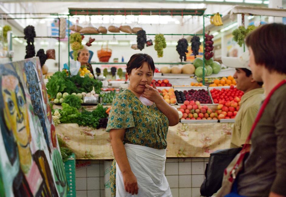 J'y suis allé tous les jours pendant deux mois, comme s'il s'agissait d'un emploi. Elle a noué conversation avec les vendeurs de fruits, a sympathisé avec ces derniers et avec tout le monde. « Un des vendeurs de fruits a même composé un poème sur moi », se rappelle Evgenia.