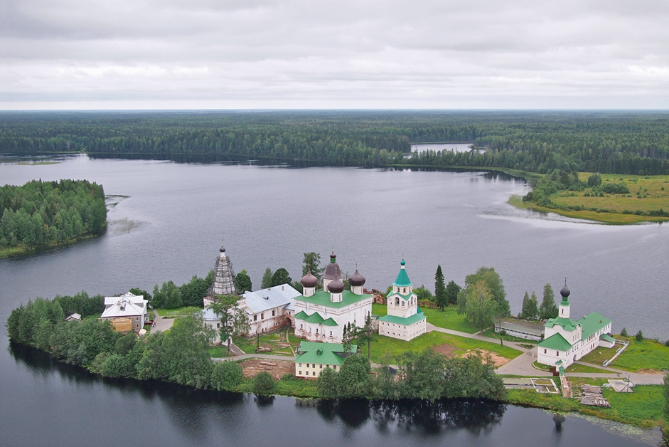The Antonievo-Siysky Monastery, Arkhangelsk Region // It is a Russian Orthodox monastery located at the distance of 160 km from Arkhangelsk, on a peninsula of Mikhailovskoye Lake. The Siya river, which flows out of the lake, has given the monastery its name.The monastery was founded in 1556 by Saint Antonio, who settled on the island with some other monks.