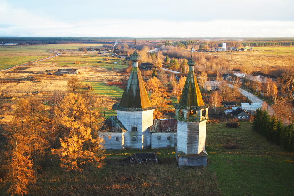 The Epiphany Church, Oshevenskoye, Arkhangelsk Region // The village of Oshevenskoe, located in the Kargopol district along the right bank of the Chur'iuga River, developed near the monastery, which was founded by the monk Alexander Oshevenky in 1460. This large village consisted of three hamlets, each with its own name. The Church of the Epiphany presided over the hamlet of Pogost, also a term for the sacred territory of an ancient enclosed cemetery. The Church of the Epiphany, built in 1787.