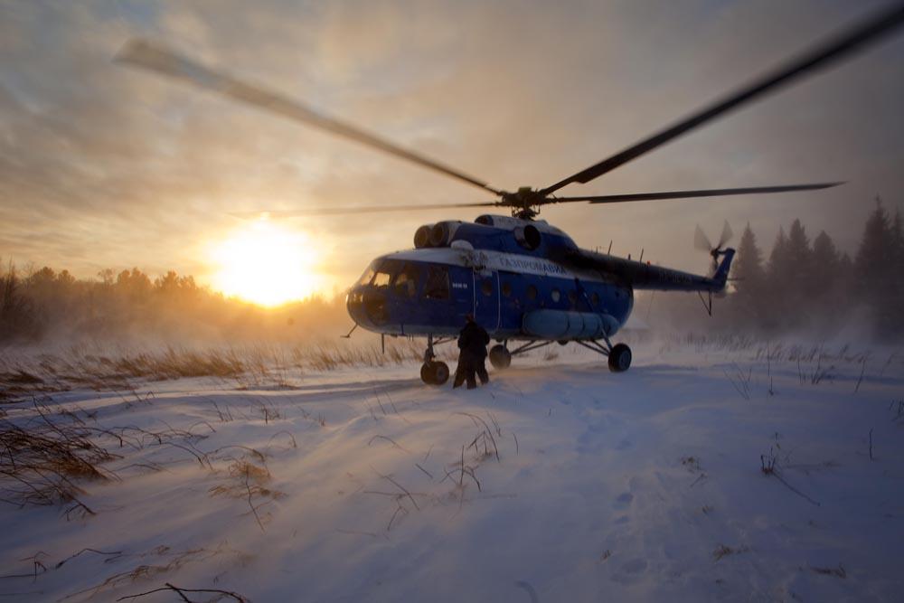 Tijekom zime helikopteri se suočavaju s opasnošću pri polijetanju, slijetanju i letenju kada je zemlja pokrivena svježim ili lakim snijegom.