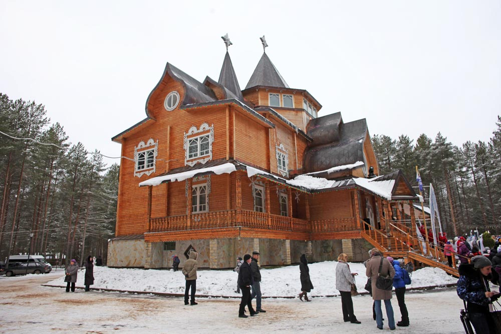 The residence, which is a resort promoted as the Votchina (Estate), of Ded Moroz, is a major tourist attraction. It is actually located 16 km (10 miles) from the town. Foto: RICARDO MARQUINA
