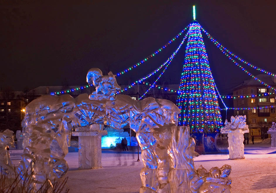 Moscow's Sokolniki Park features the world's only year-round Ice Sculpture Museum, where the temperature is kept at -10 C (14 F) degrees. Enthusiasts of frost and ice art flock there, especially on weekends and holidays.