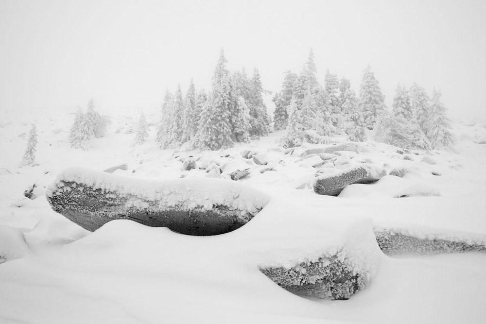 Die Taganaj- Wetterstation ist die bekannteste Hütte und wird selbst von routinierten Bergwanderern genutzt. Diesen Punkt hier erreicht man erst nach einer 25 Kilometer langen Wanderung, von der fünf Kilometer über Klettersteige in die Höhe führen.