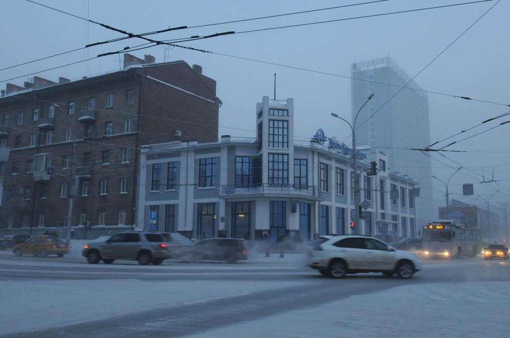Tijekom posljednjih nekoliko godina, etnička struktura Novosibirska značajno se promijenila uslijed povećanog broja emigranata iz zemalja ZND-a (Zajednica neovisnih država) i Kine.