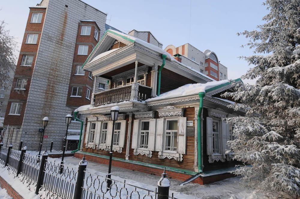Ekonomija Novosibirska temelji se na industriji, trgovini, transportu, građevinarstvu i znanosti.