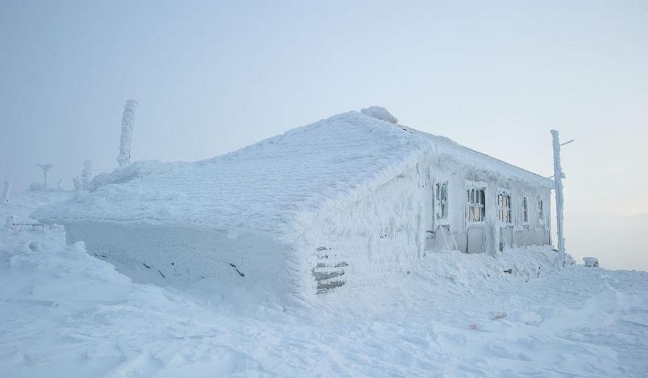 8/10. Ипак, постоји једна колиба коју поштују и најстраственији планинари – метеоролошка станица на планини Таганај.