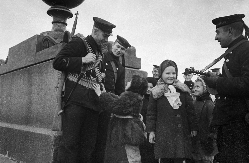 By January 1943, the situation looked very good for the Soviet side. The German defeat in the Battle of Stalingrad had weakened the German front. // Soviet sailors talking to children on the embankment of the Neva River in besieged Leningrad.